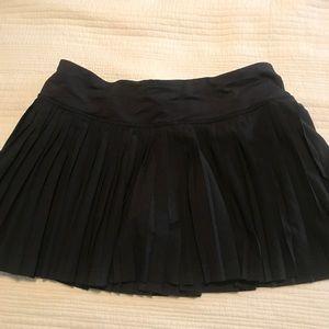 Lulu lemon black pleated skirt
